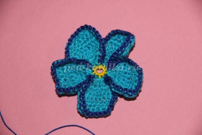 Цветок фиалка крючком