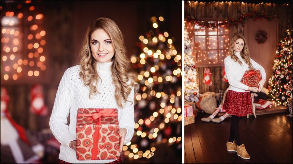 Фото с новогодними подарками на фоне новогодней елки (сзади)