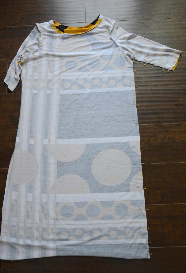 При изготовлении прямого простого платья булавки окажутся незаменимыми