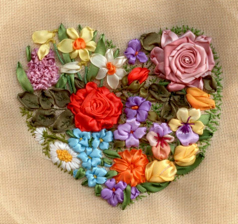 Вышивки в виде сердец