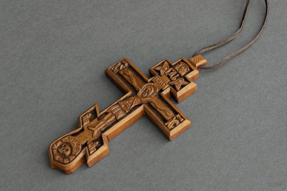 Можно ли хранить крестик умершего родственника?