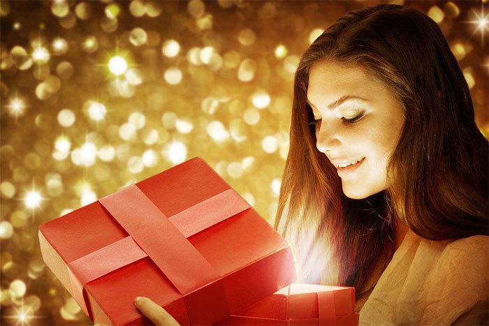Шуточные подарки со стихами на день рождения женщине 15