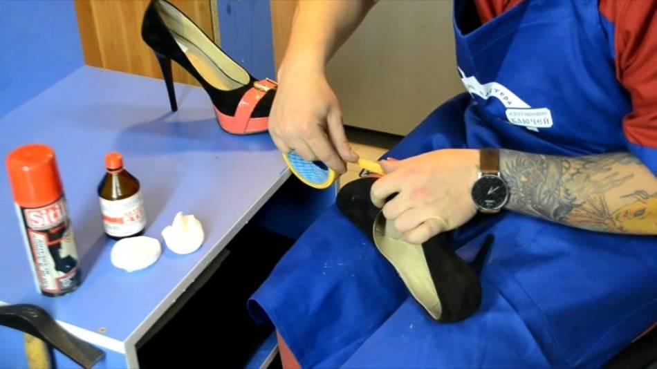 Чем покрасить обувь из кожи в домашних  18
