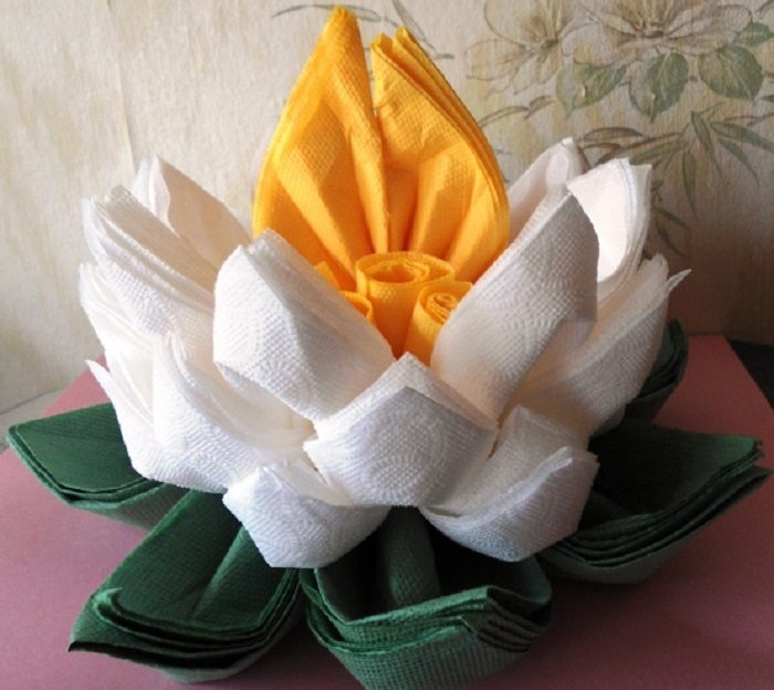 Лилии из бумажных салфеток своими руками