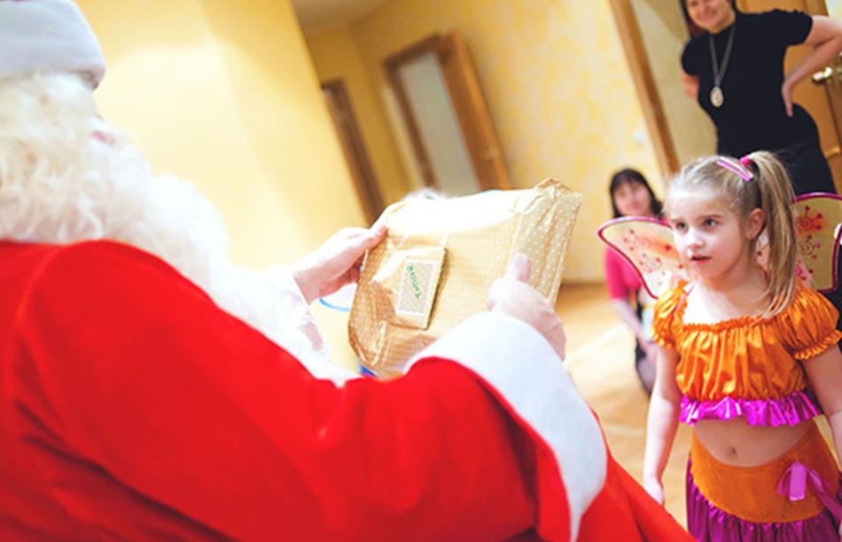 Новогодний подарок детям до скольки лет 856
