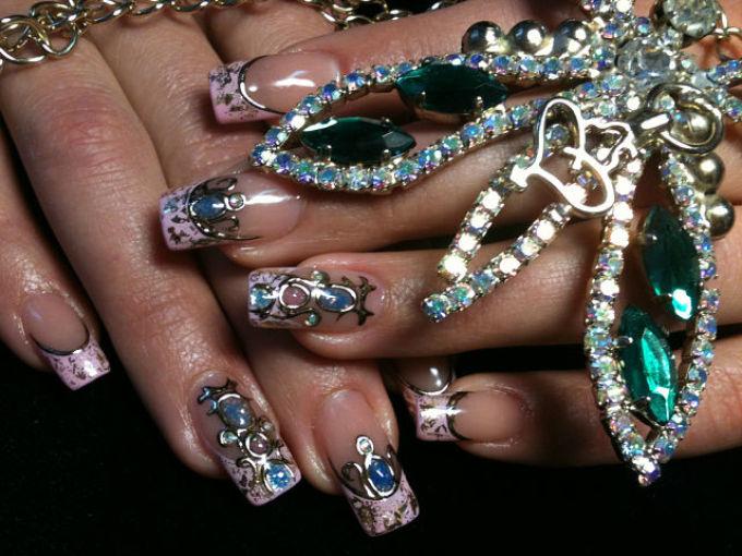 Красивые ногти с жидкими камнями