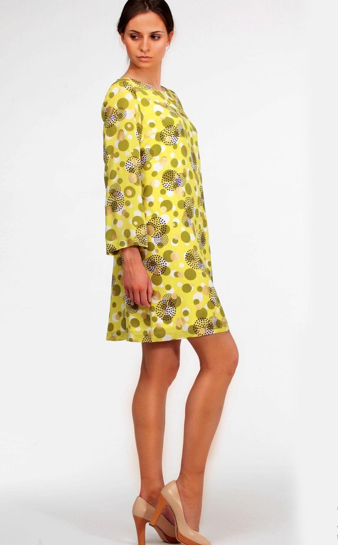 При желании можно создать простое шёлковое платье без выкройки с рукавами - как раз для вечернего выхода
