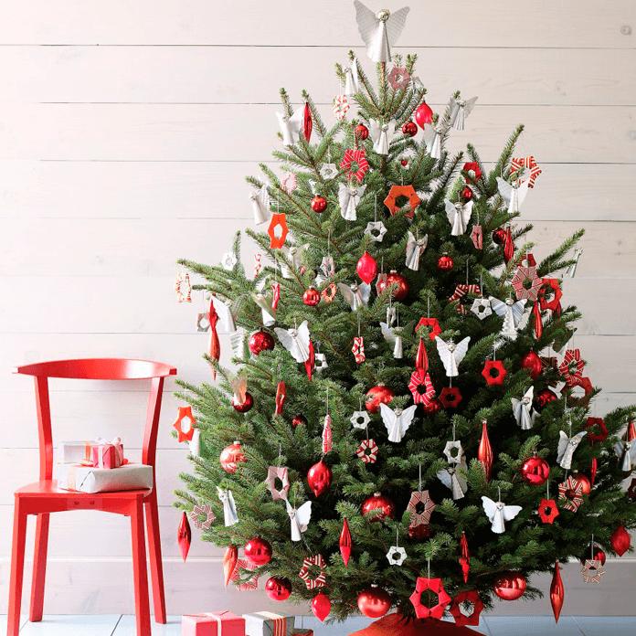 Красивое украшение елки в красно-белом цвете: идеи, последовательность, фото