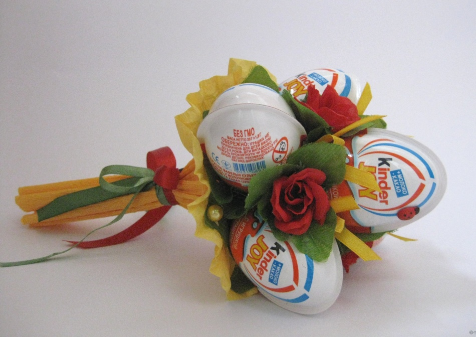 Букеты для детей из конфет своими руками