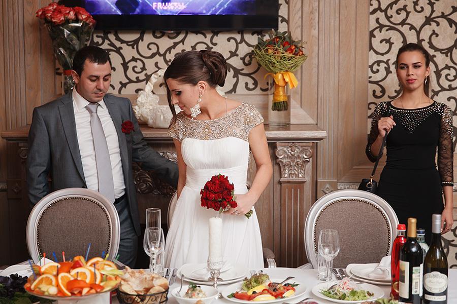 Свадебные сценарии кому за