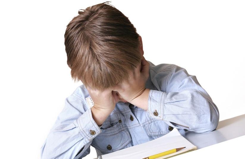 Вялость, жалобы на головную боль, холодные руки и ноги - возможные признаки всд у детей.