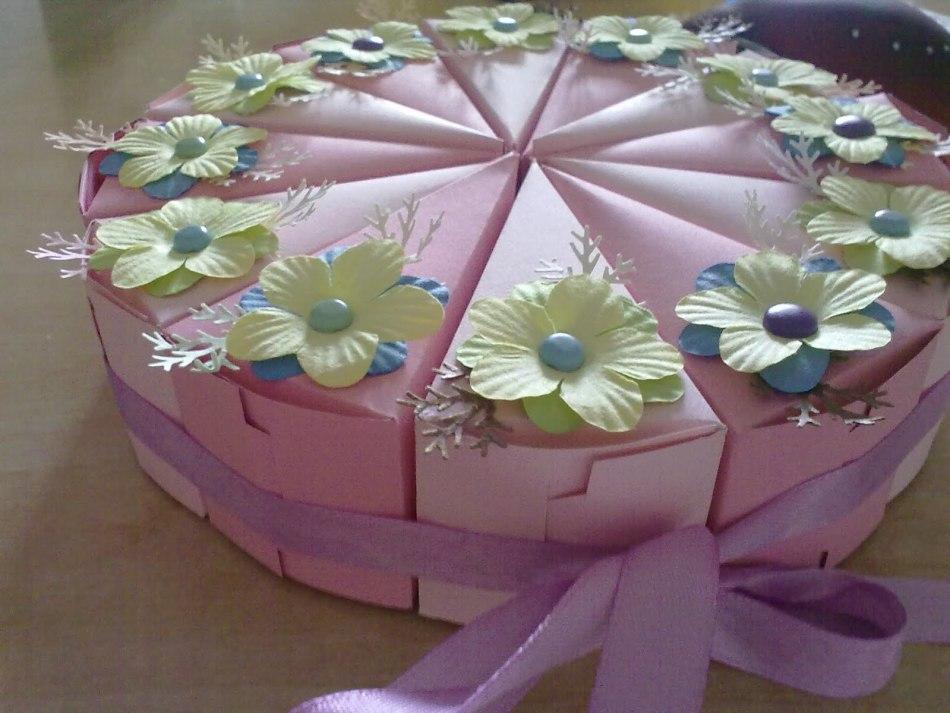 Как украсить бумажный торт