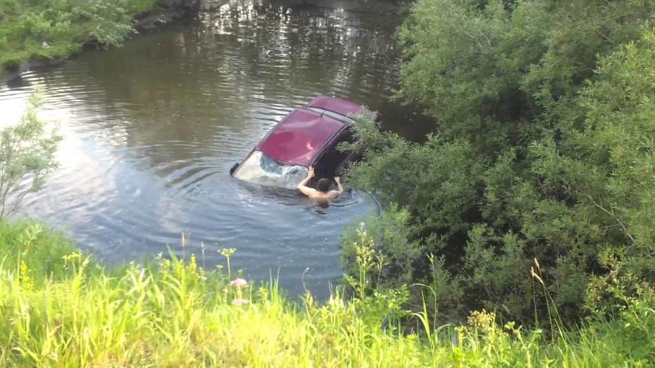 К чему снится тонущая машина в реке фото