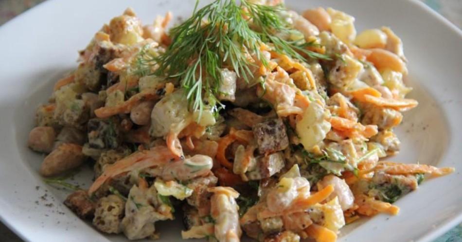 Праздничный салат с кириешками