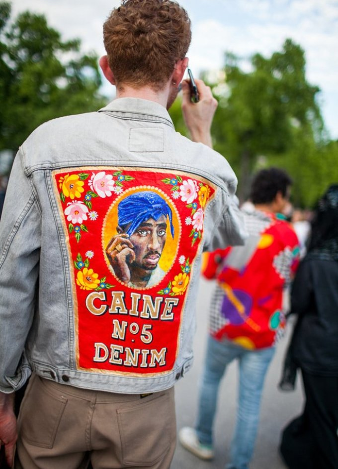 Уличная мужская мода парижа 2018-2019 года - немного ярких принтов