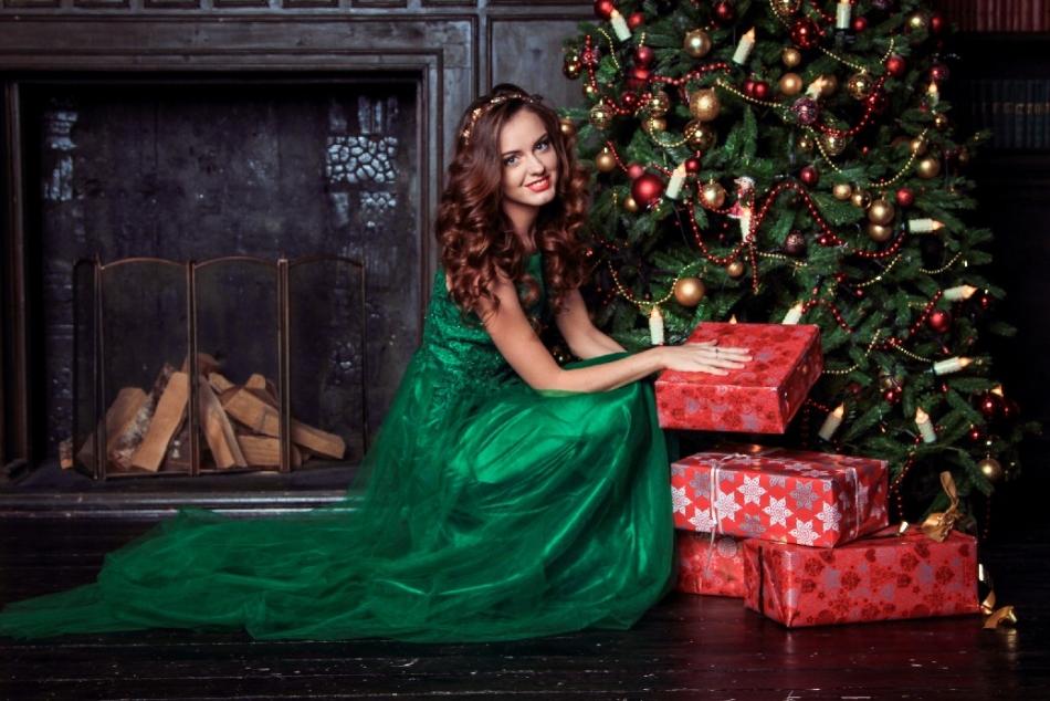 Фото с подарками под елкой