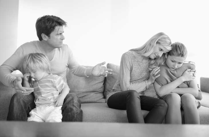 Почему муж не проводит время с семьей?