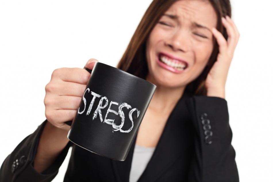 Стресс может стать причиной выпадения волос