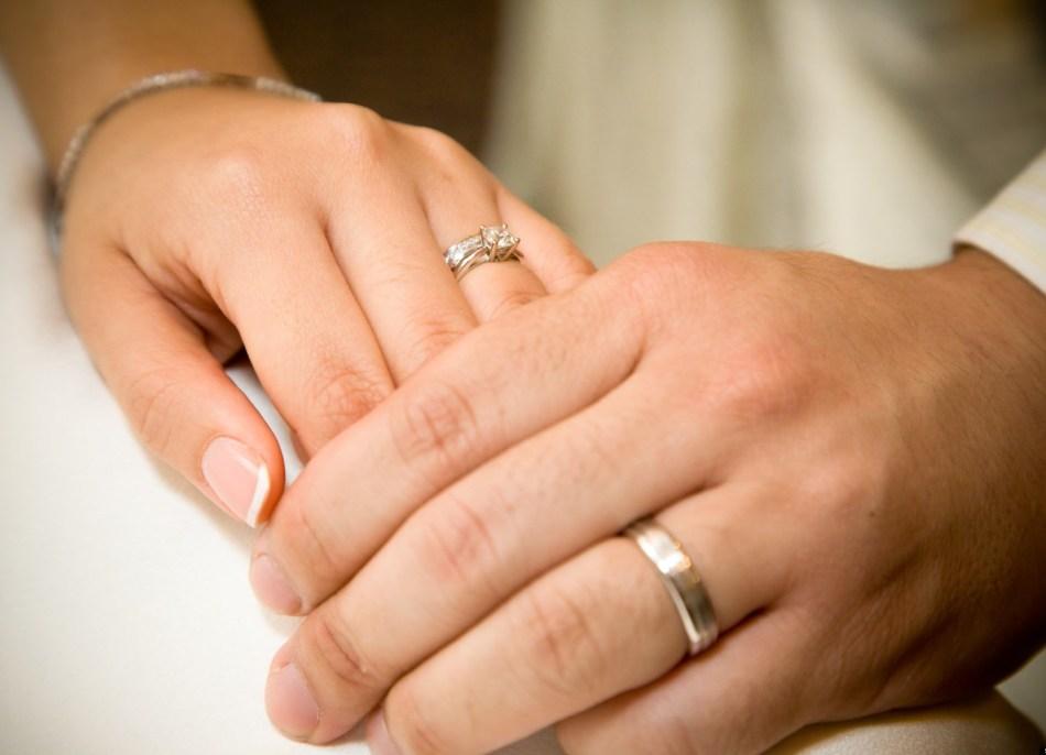 Фото девушек с обручальным кольцом на руке