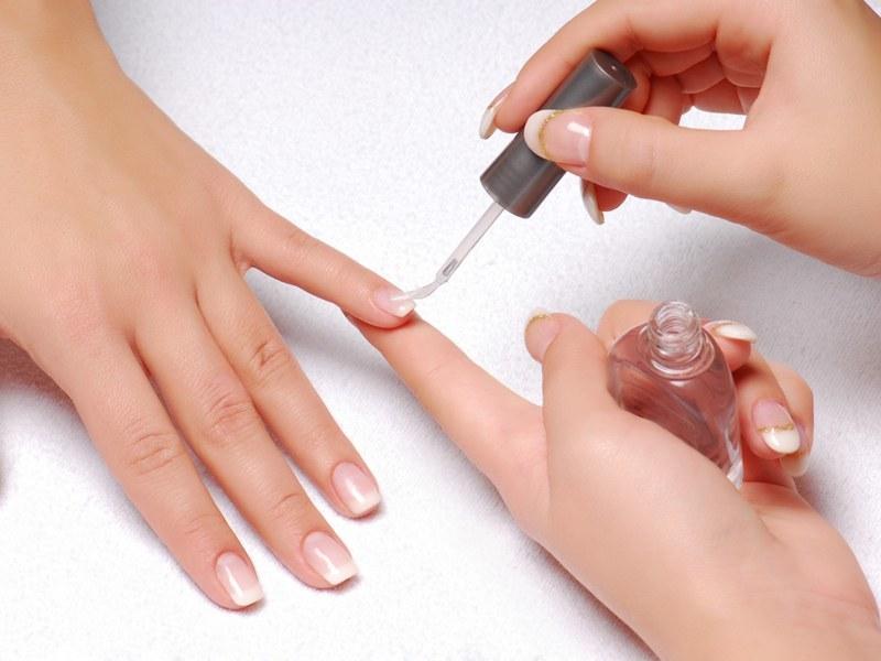 Можно ли покрывать ногти гель-лаком во время месячных