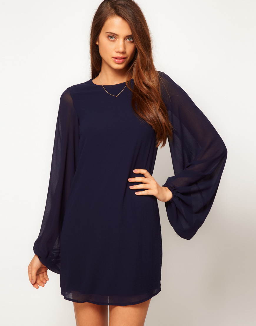 Платье с длинным рукавом короткое