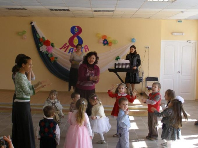 Сценарии детских поздравлений с 8 марта