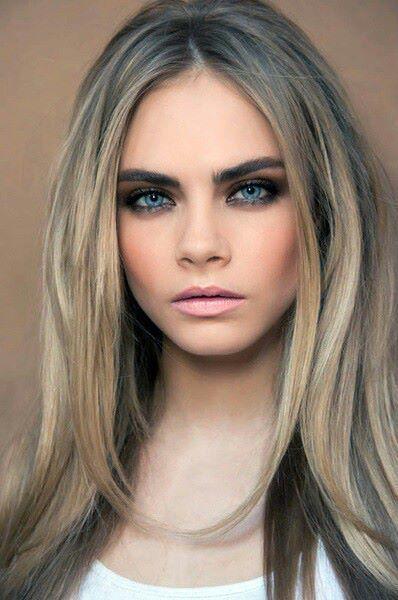 Карие глаза и серые волосы