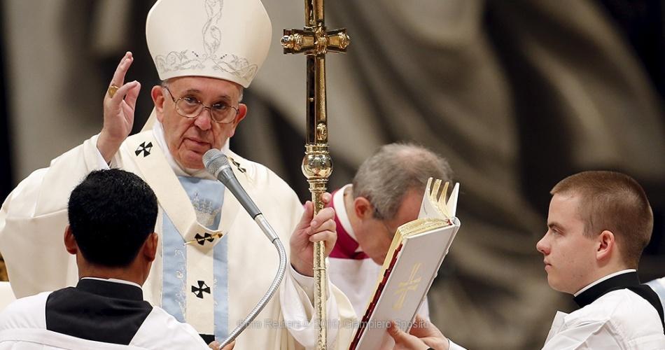 Католики и православные крестятся по разному