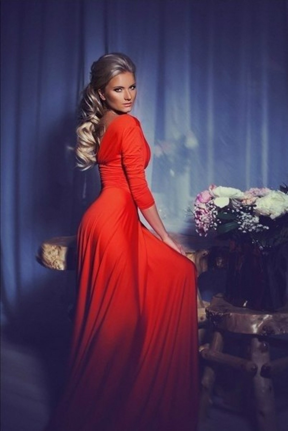 Прическа под красное длинное платье