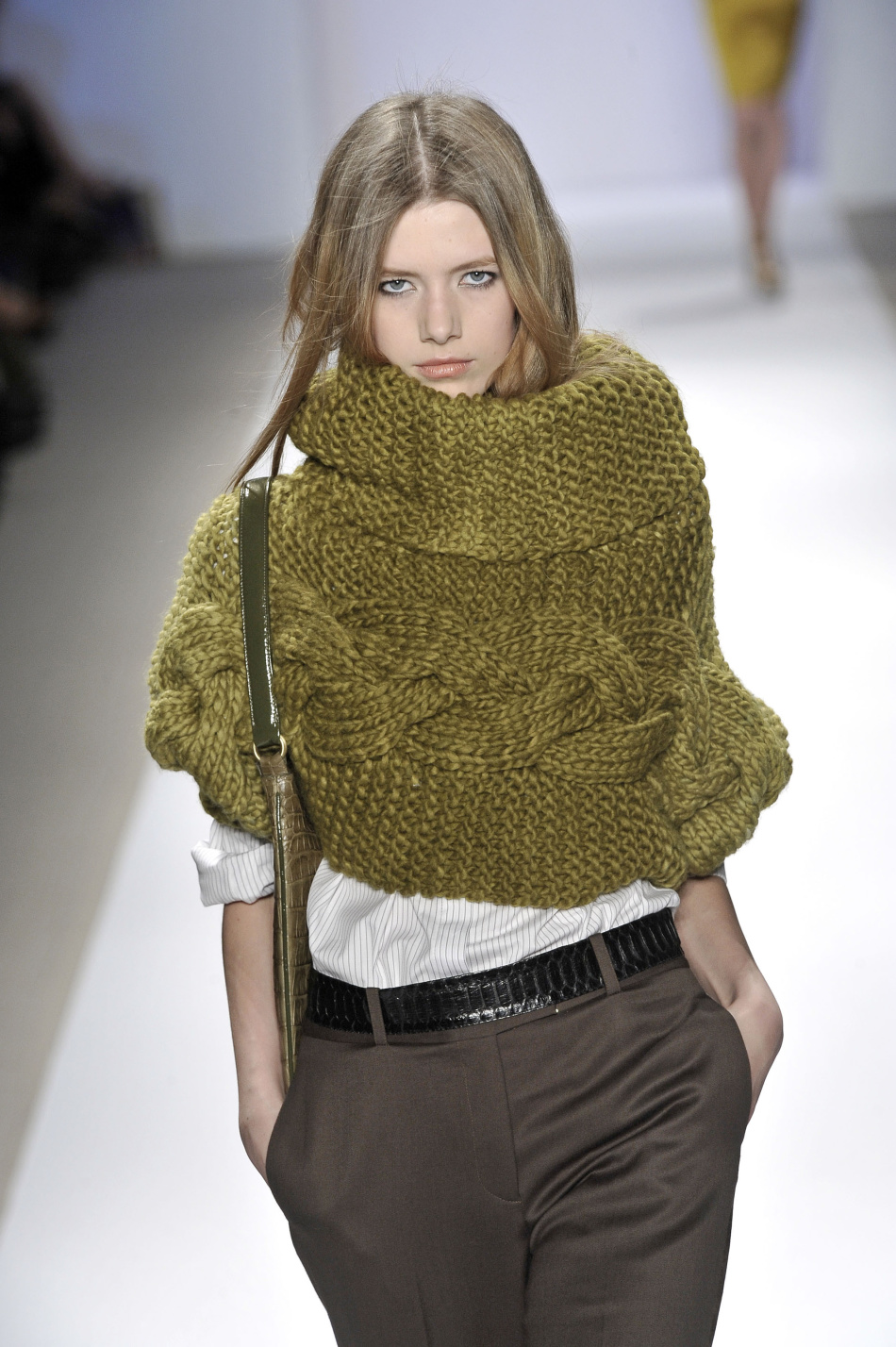 Схема вязания шарфа хомута спицами крупной вязкой