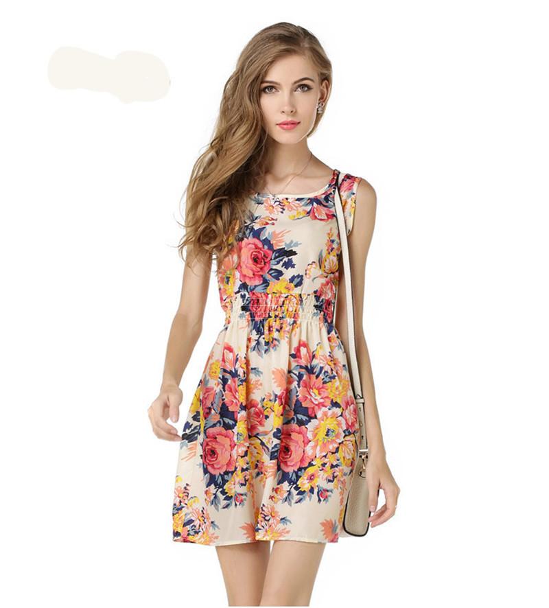 Простое платье желательно делать из яркой ткани