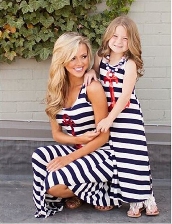 фото девушек и мам в одежде и без нее
