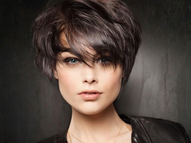 Стрижка на прямые короткие волосы