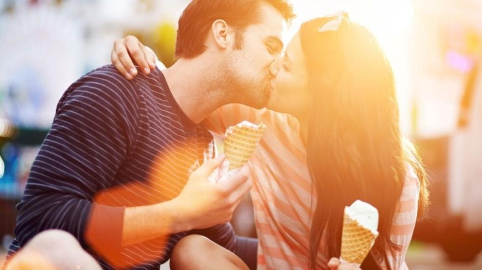Картинки по запросу поцелуй