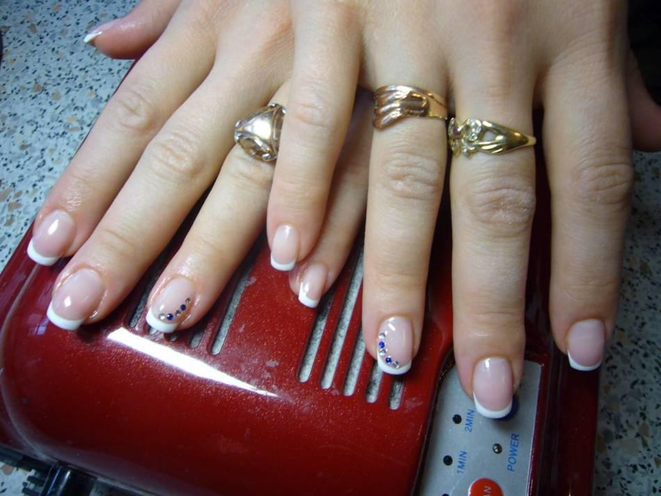 Френчи со стразами на ногтях