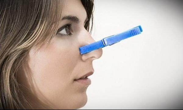Почему закладывает нос после алкоголя