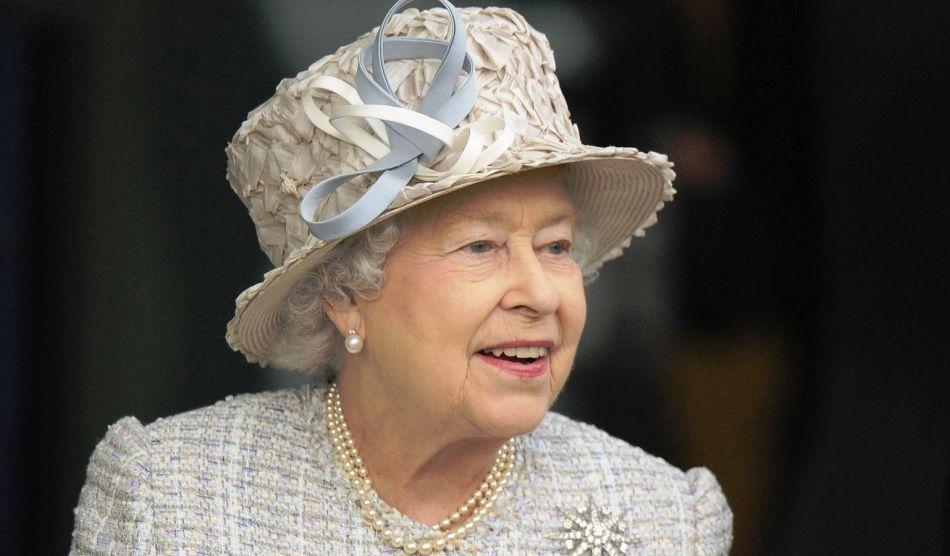 Королева великобритании елизавета ii и одна из ее шляпок