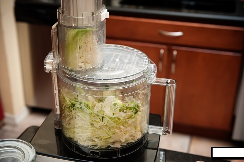 Как нашинковать капусту в кухонном комбайне?
