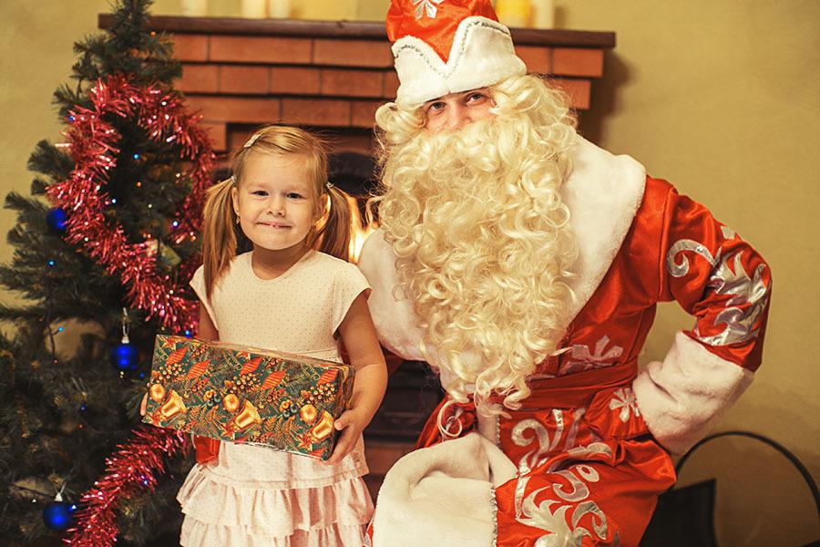 Фото с дедом морозом: принятие подарков