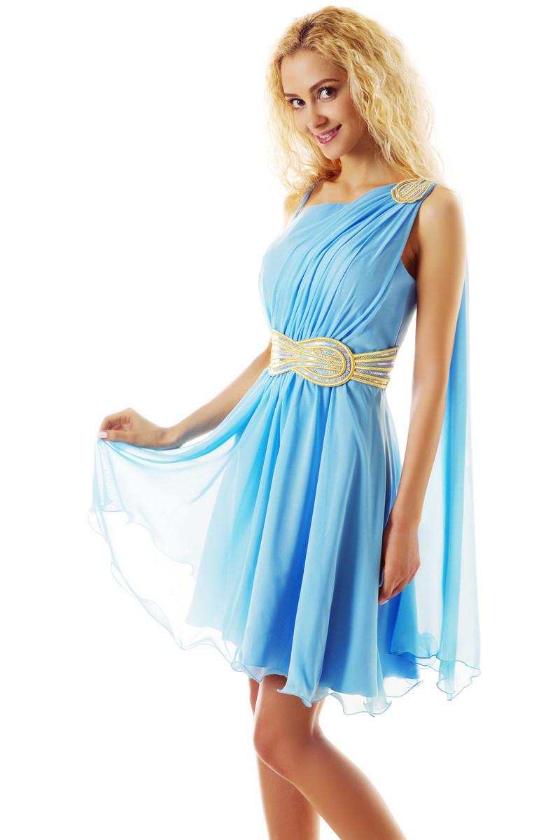 Вот ещё один пример красивого и лёгкого простого платья без выкройки с брошкой и пояском