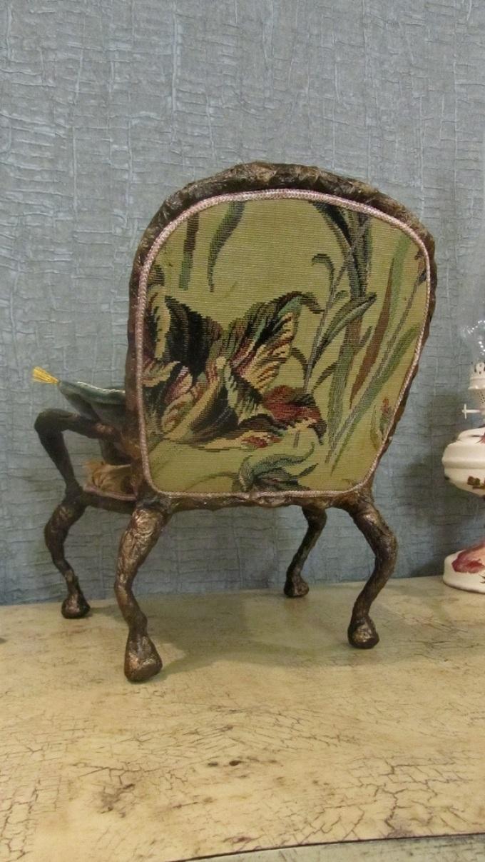 Декупаж кресла орнаментами в виде растений