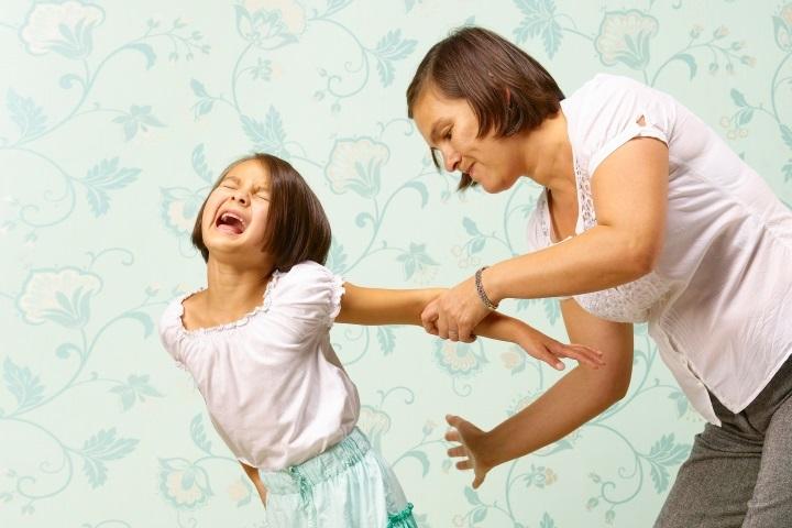 Мама бьёт ребёнка фото