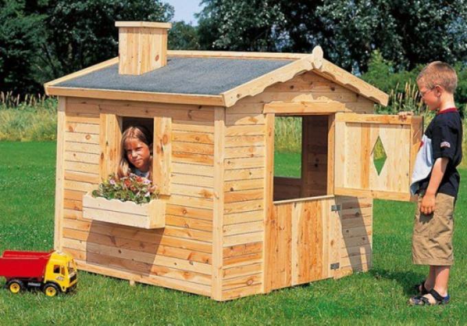 Простой домик для детей на даче