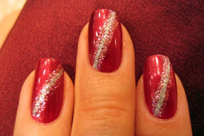 Маникюр ногтей с блестками на наращенные и короткие ногти. Как сделать красивый белый, черный, красный, синий маникюр, френч и р