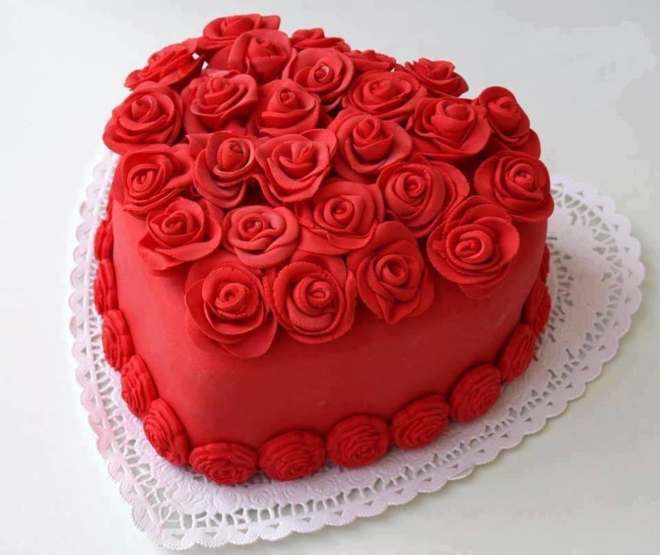 Торт с мастикой красного цвета из пищевого красителя