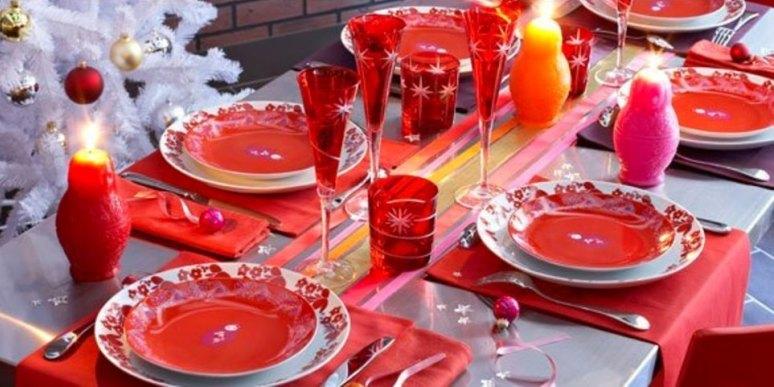 Сервировка новогоднего стола. красивый новогодний стол фото.