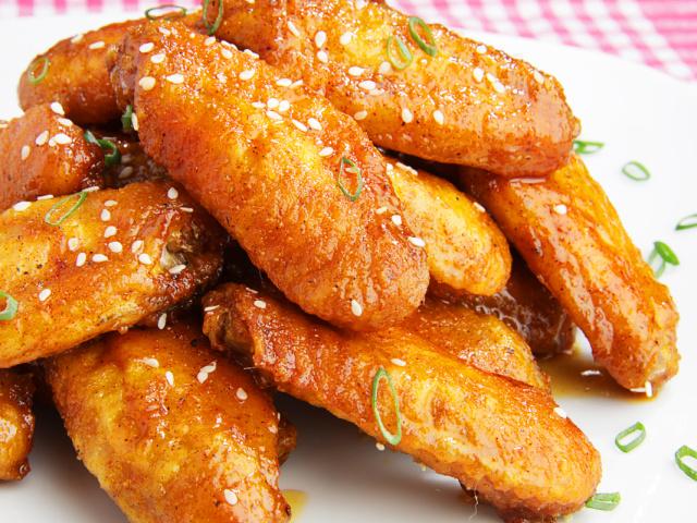 Крылышки с соевым соусом и кунжутом