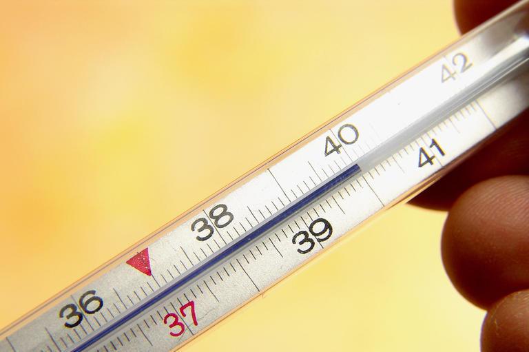 Чем в домашних условиях сбить высокую температуру 136
