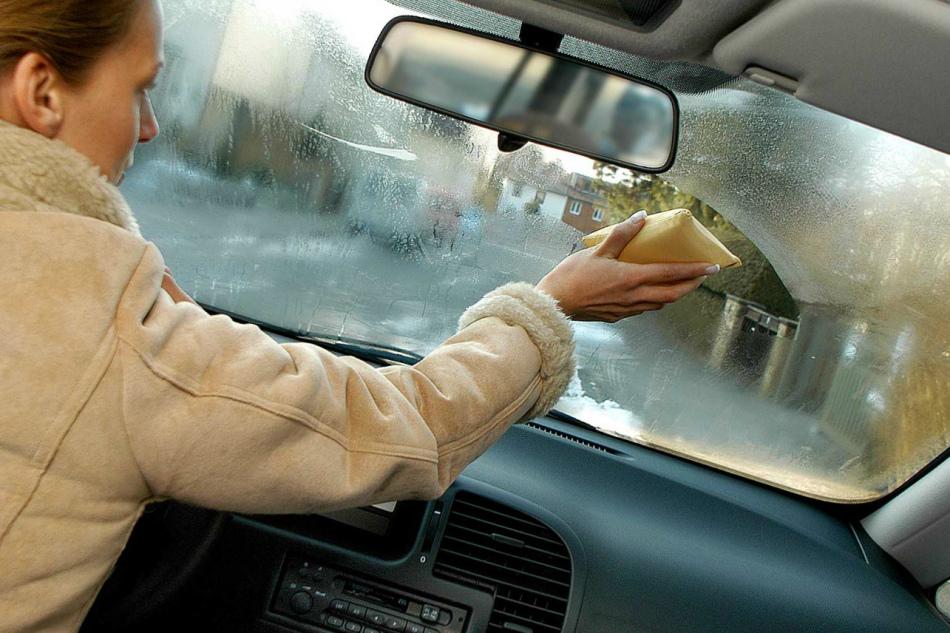 Почему потеют стёкла в салоне авто