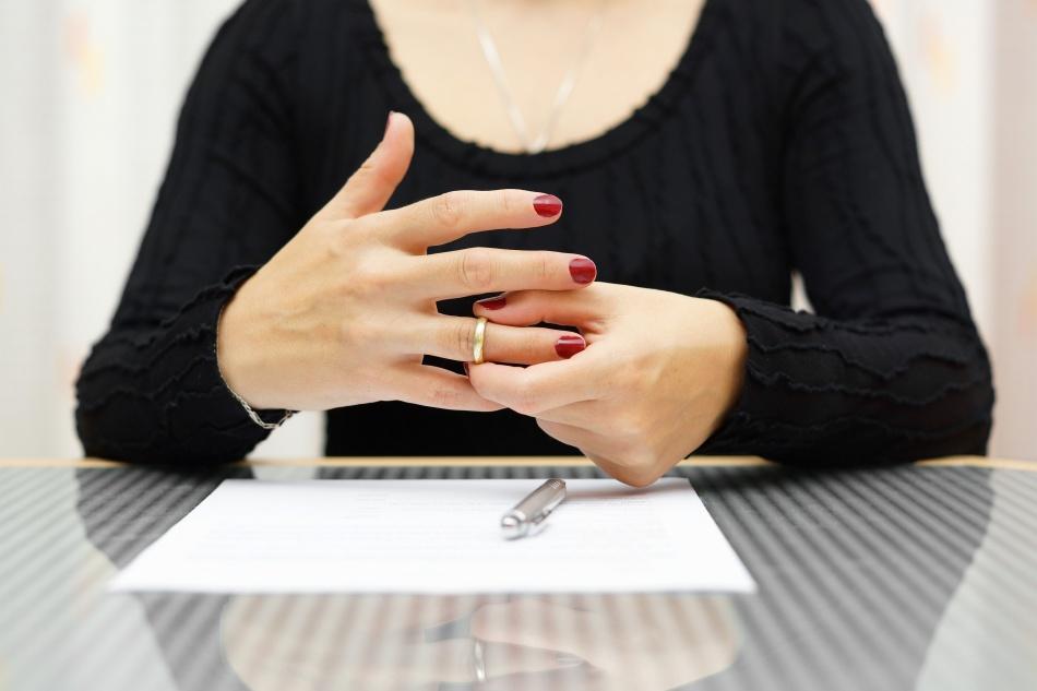 стрела Куда нужно деть кольцо после развода так конца